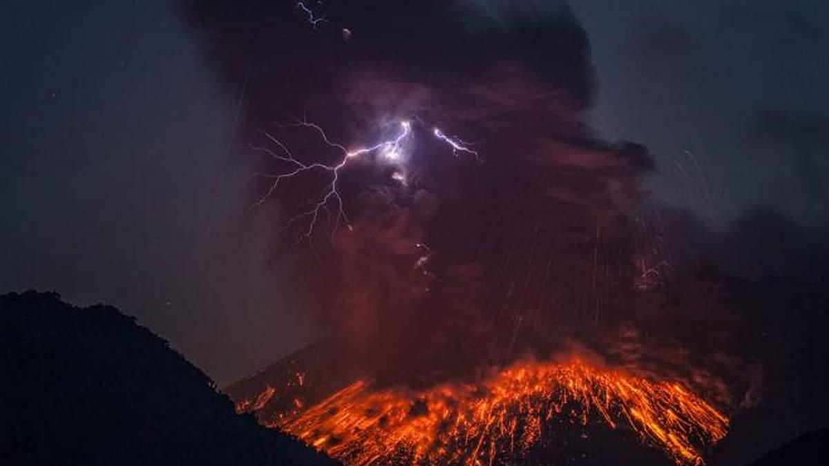 У Японії поблизу АЕС почалось виверження вулкану