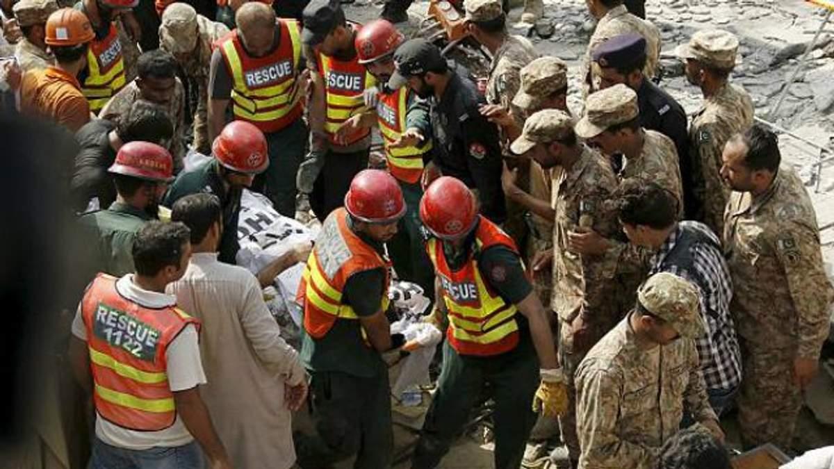 Кривавий теракт у Пакистані: серед жертв — міністр провінції