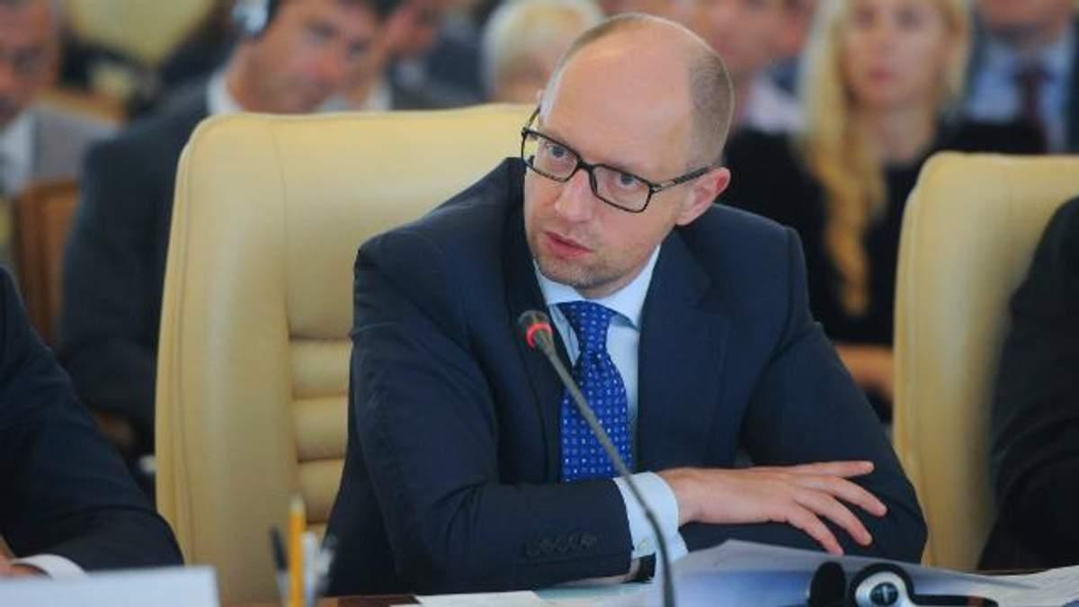Яценюк пояснив, як українцям треба економити на світлі та газі