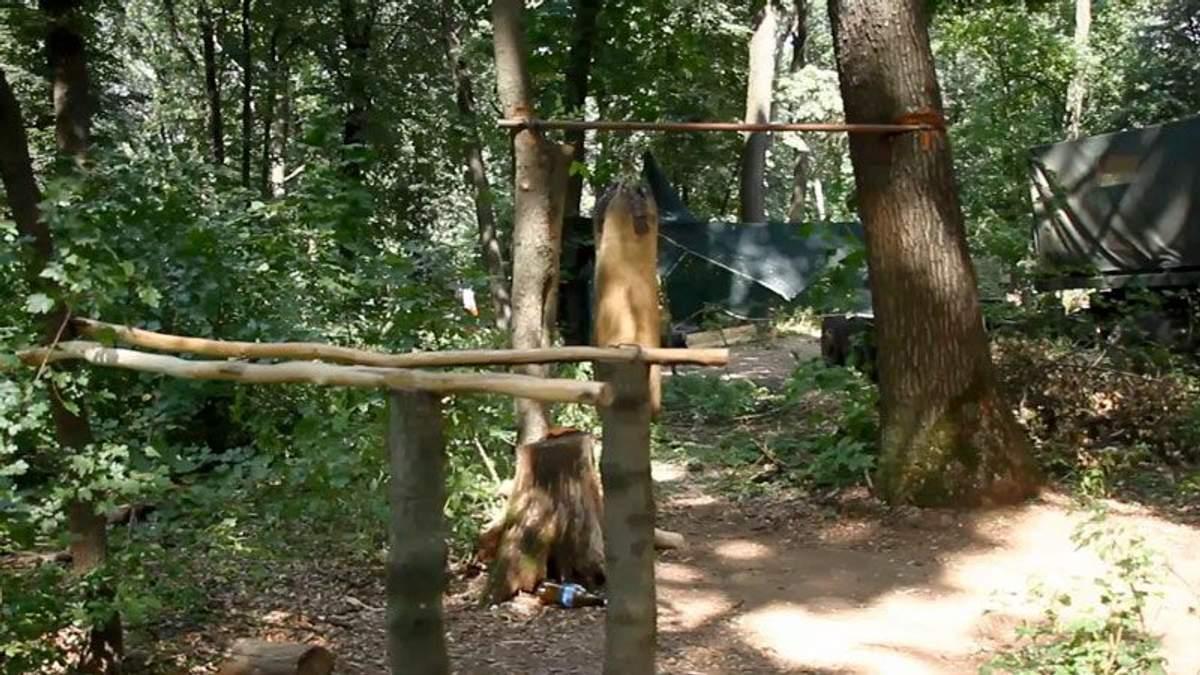 Креатив від бійців АТО: спортивний майданчик і кінозал у лісі