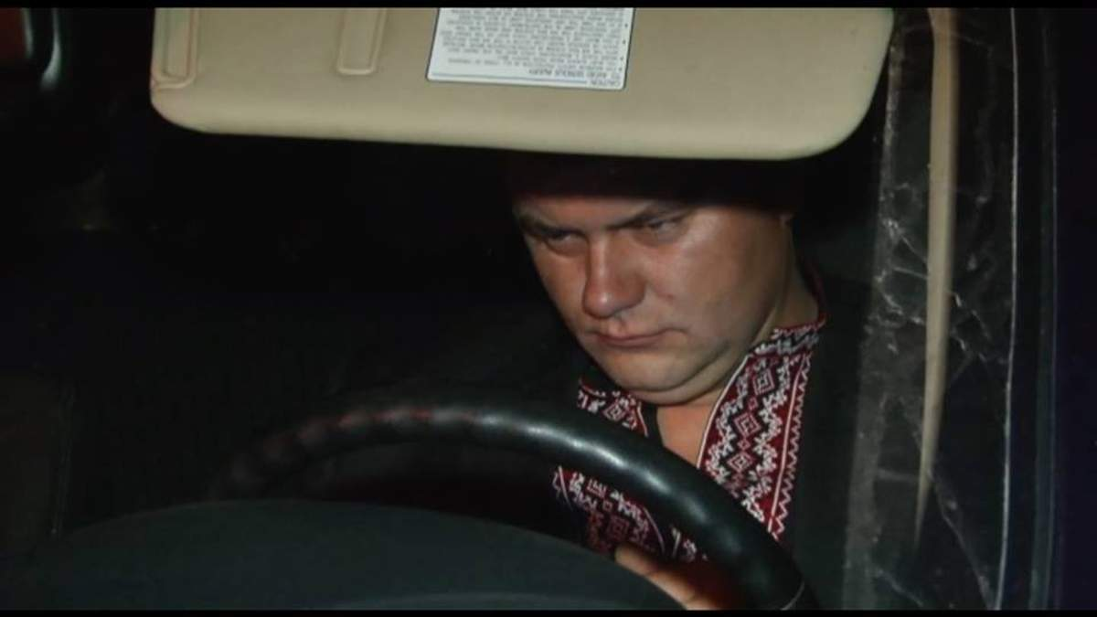 Пьяный таможенник пытался задавить участников блокады Крыма