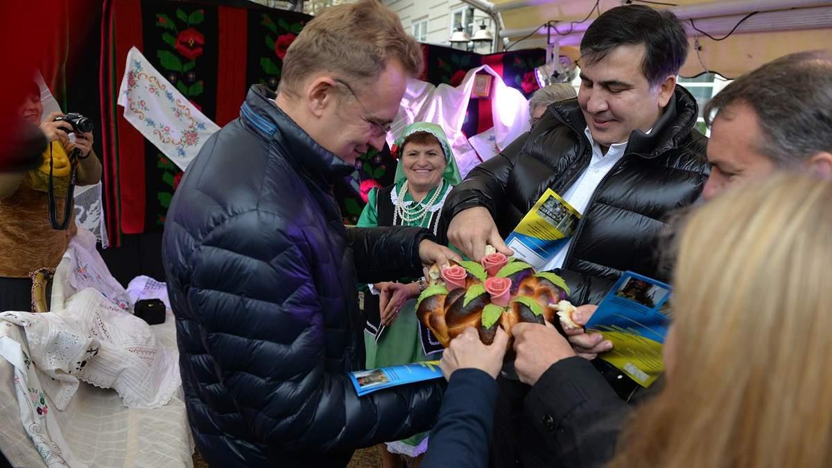 Мы очень завидуем, приезжая из Одессы, как развивается Львов, — Саакашвили