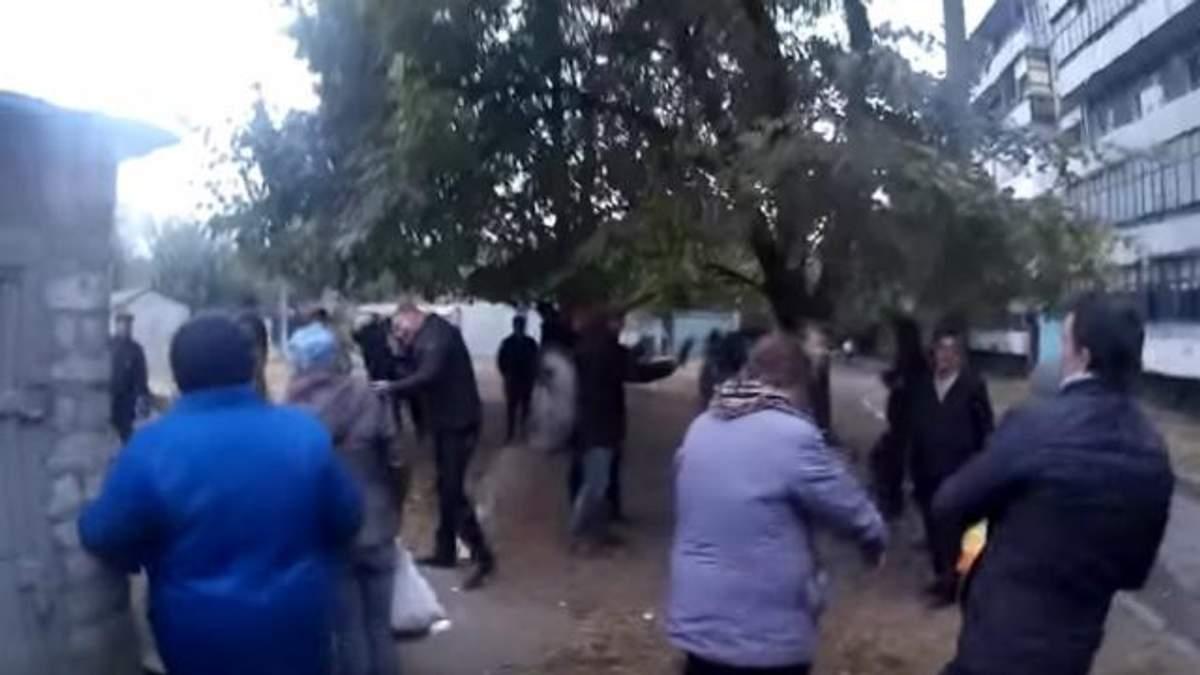 Кандидата в мэры забросали яйцами: в ответ его люди стреляли по избирателям