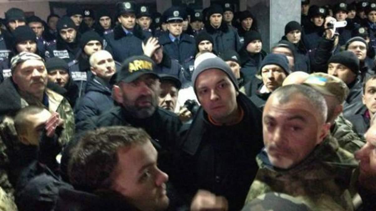 Столкновения в Кривом Роге: нардепы с активистами штурмуют горсовет