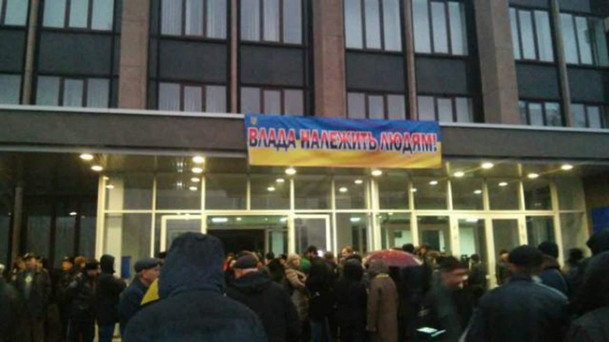 В Кривом Роге — революция: председатель избиркома убежал, комиссии распускают в прямом эфире