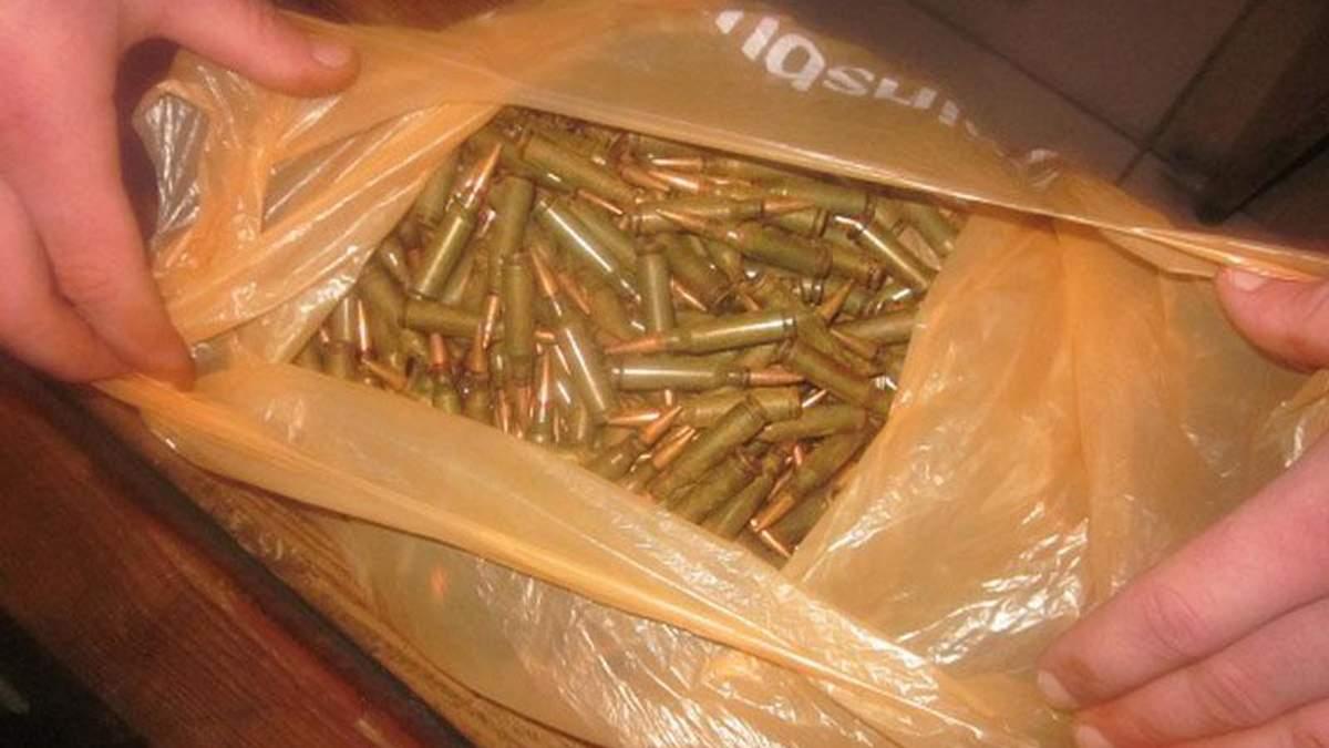 В Киеве в метро задержали мужчину с набором гранат и патронов