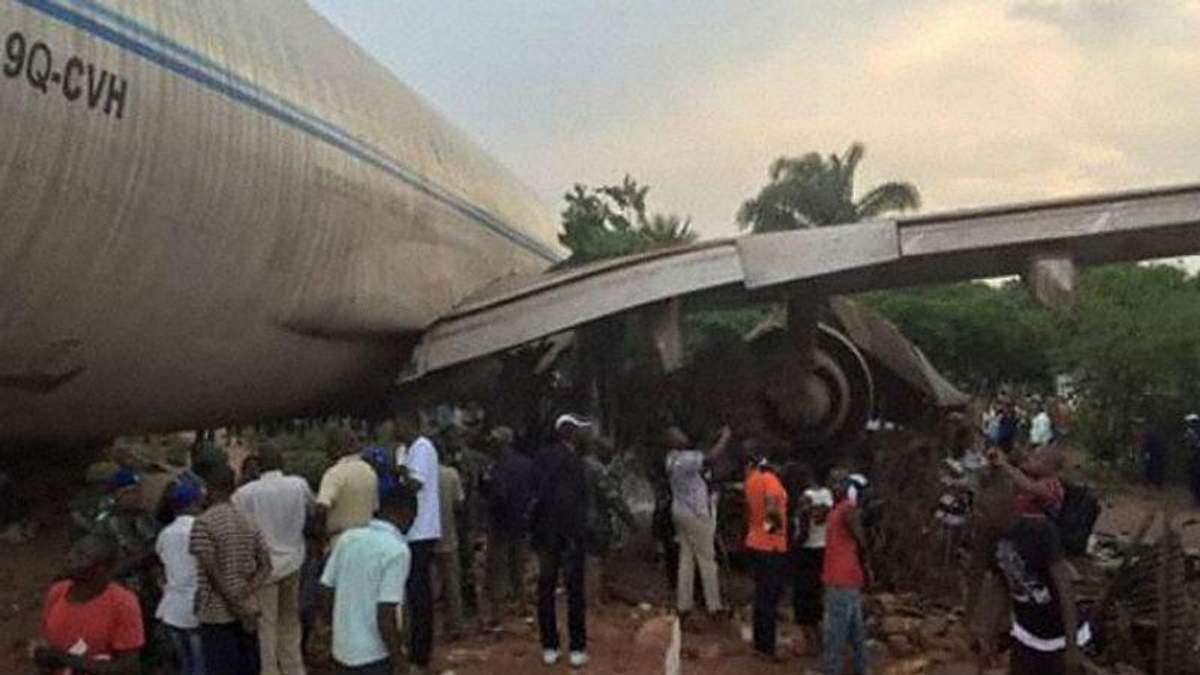 Літак врізався у житлові будинки в Конго