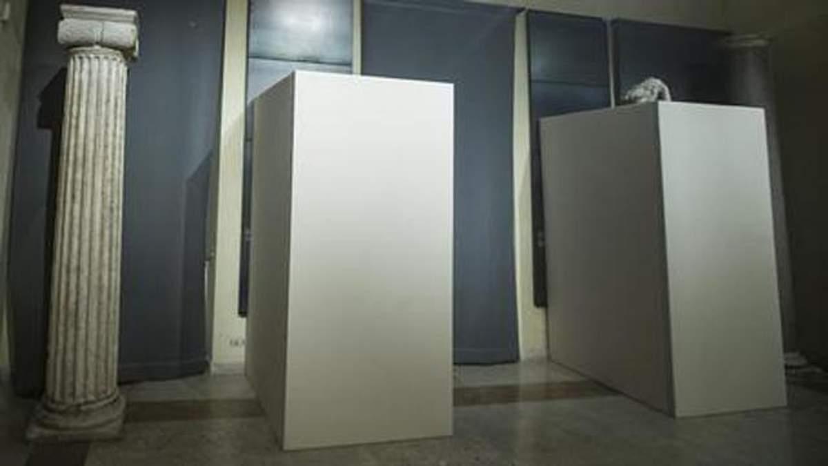 Цензура заради мільярдів: у Римі прикрили античні статуї до візиту президента Ірану