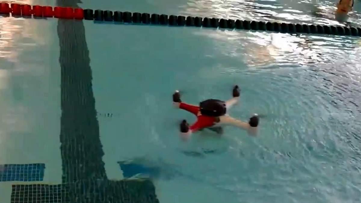 Дрон теперь умеет плавать, авто можно поднять голыми руками