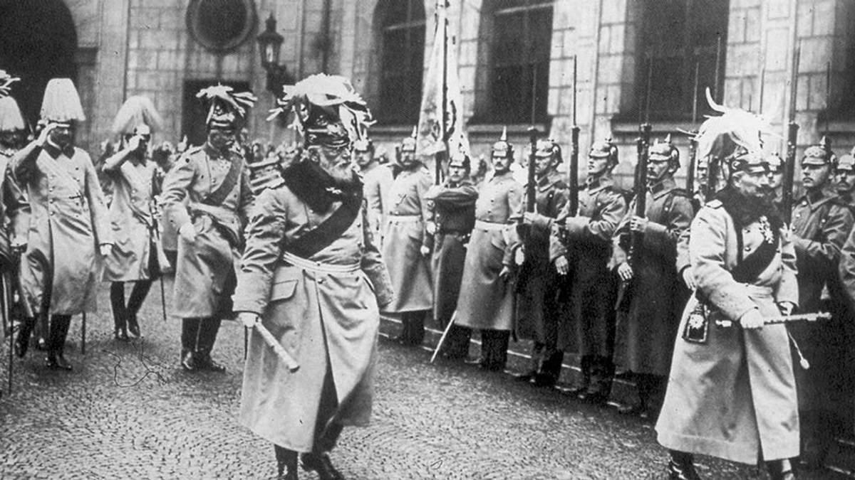 Кайзер і його армія. 23 лютого – їхній день перемоги