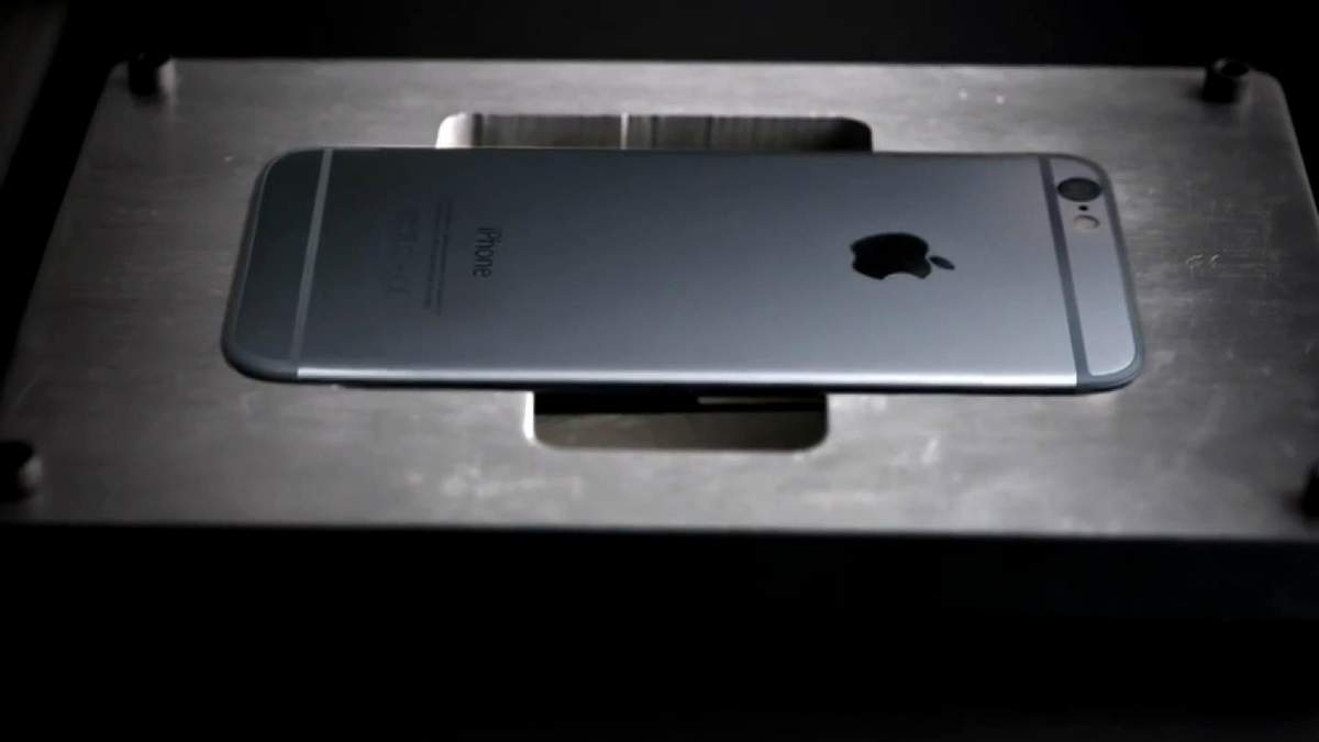 Робот Apple, который разбирает смартфоны. Дрон сможет погружаться под воду
