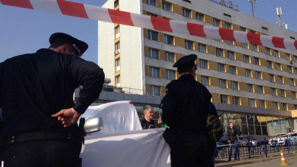 Вбивство у центрі Києва: у чоловіка випустили 8 куль