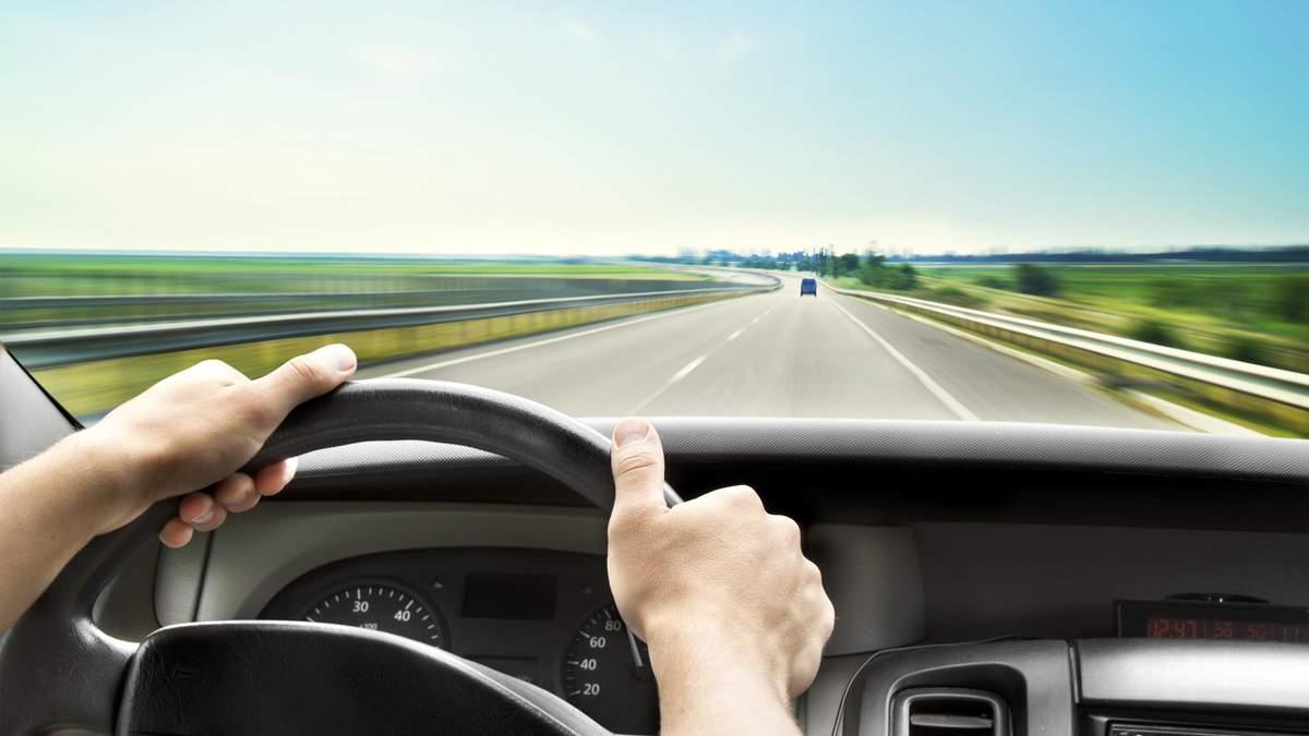 Ввізне мито на машини скасують: яка з цього користь українцям