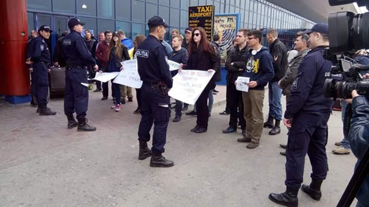 В аеропорту Кишинева заблокували військову делегацію з Росії
