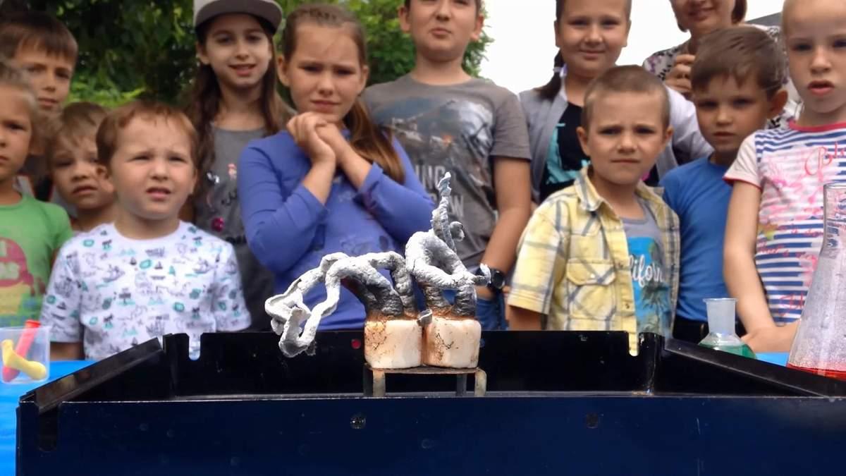 Як працює хімія: черкаські школярі проводять наукові досліди просто на природі