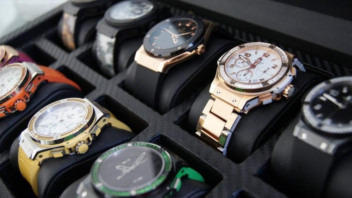 СБУ показала часы заместителя прокурора Ривненской области на несколько миллионов