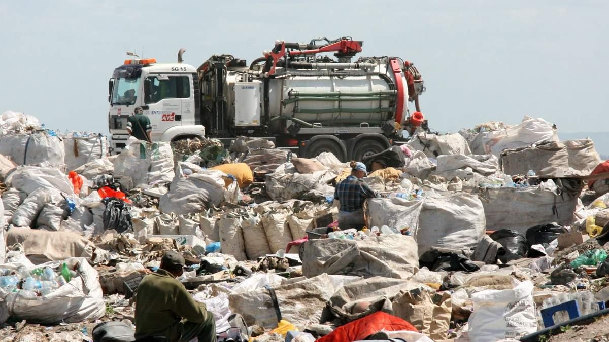 У Києві розповіли, що зробили з львівським сміттям