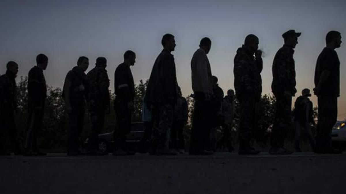 В плену боевиков остается больше сотни украинцев
