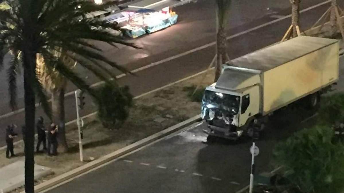 Трагедія у Ніцці: вантажівка врізалась в натовп, десятки загиблих (18+)