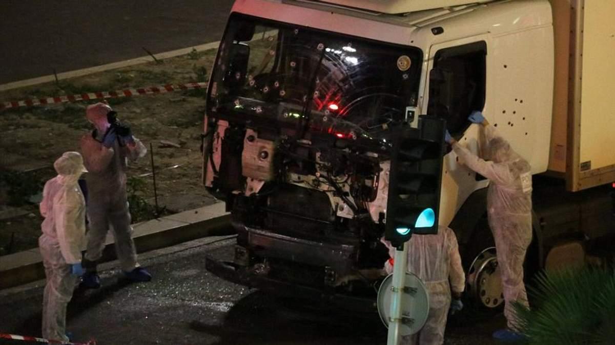 З'явилось моторошне відео, як вантажівка врізалась у натовп у Ніцці