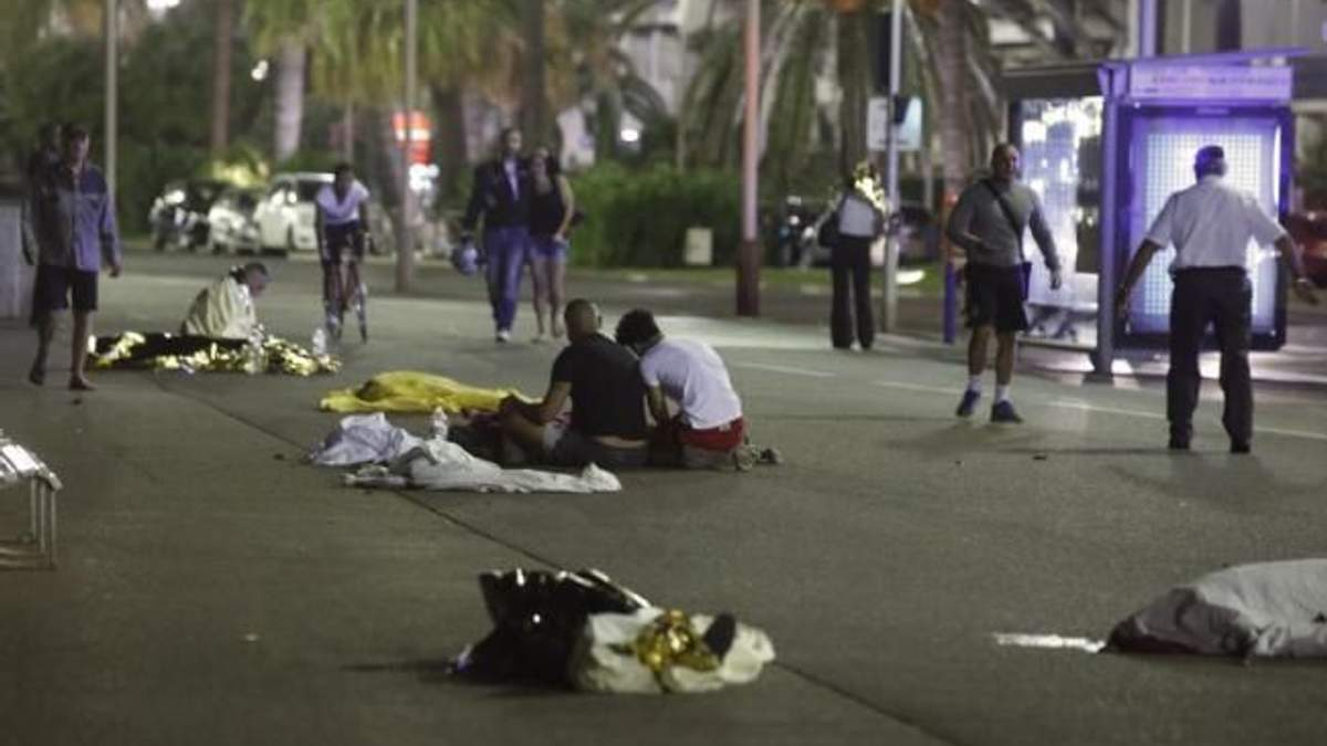 Байкер пытался остановить террориста в Ницце: видео