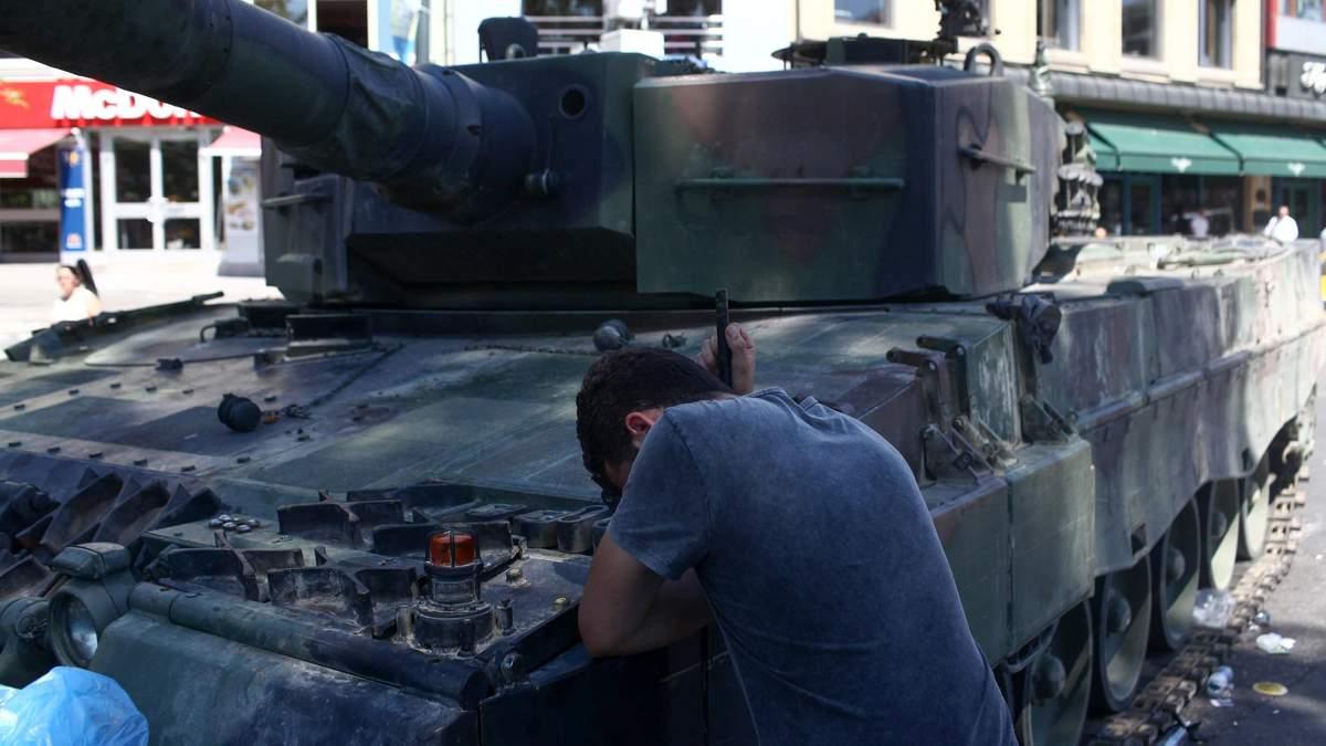 Наслідки кривавих подій у Туреччині, Нацгвардія та інкасатори, – найголовніше за добу