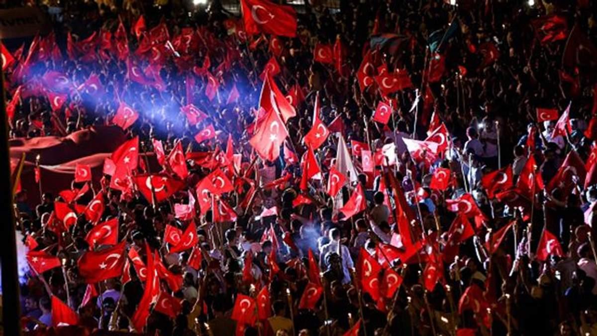 Турки восстали против возможности военного переворота