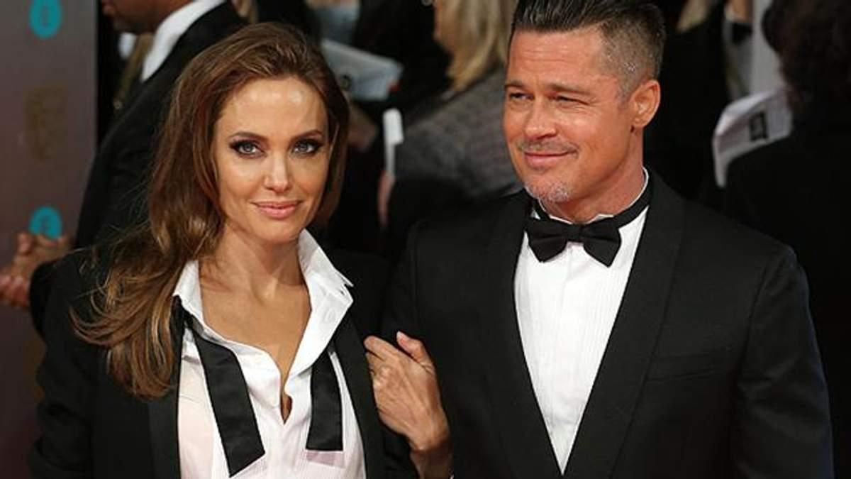 Джоли и Питт официально расстаются
