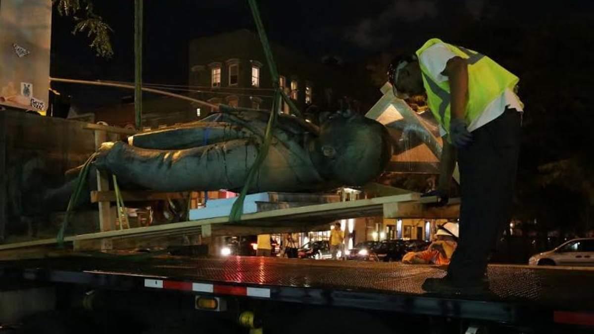 З'явилися фото демонтажу пам'ятника Леніну в Нью-Йорку
