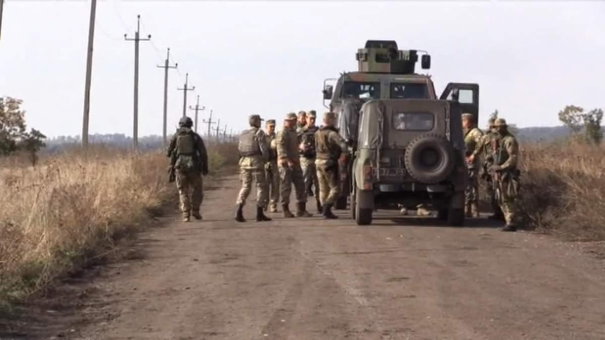 Как украинцы отводят оружие в Петровском