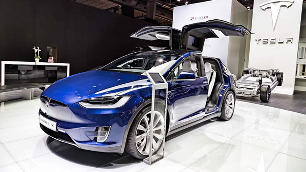 Tesla запустила випуск автомобілів з повноцінним автопілотом