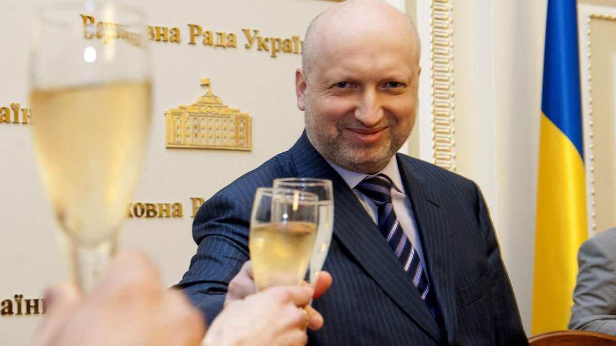 Турчинов обнародовал свои доходы и имущество