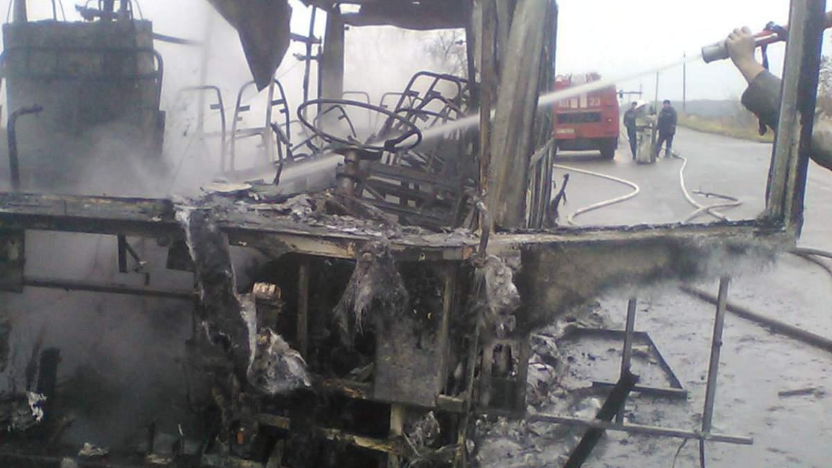 Автобус вигорів дотла на Харківщині