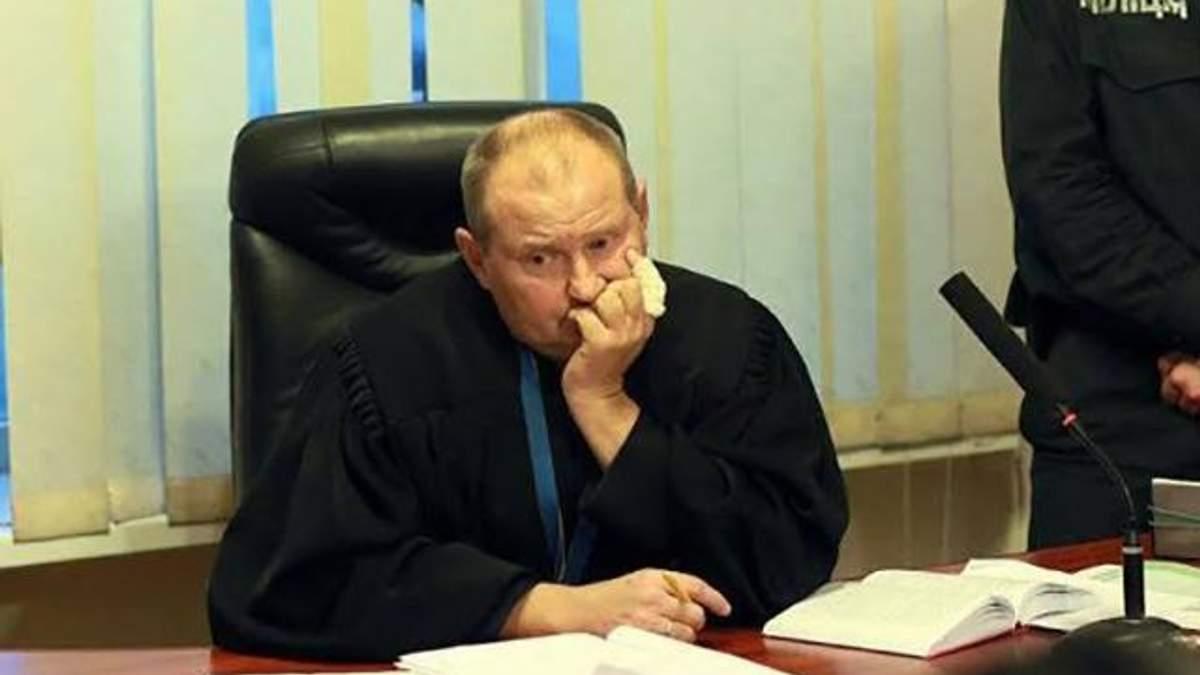 Скандального судью Чауса разыскивает Интерпол