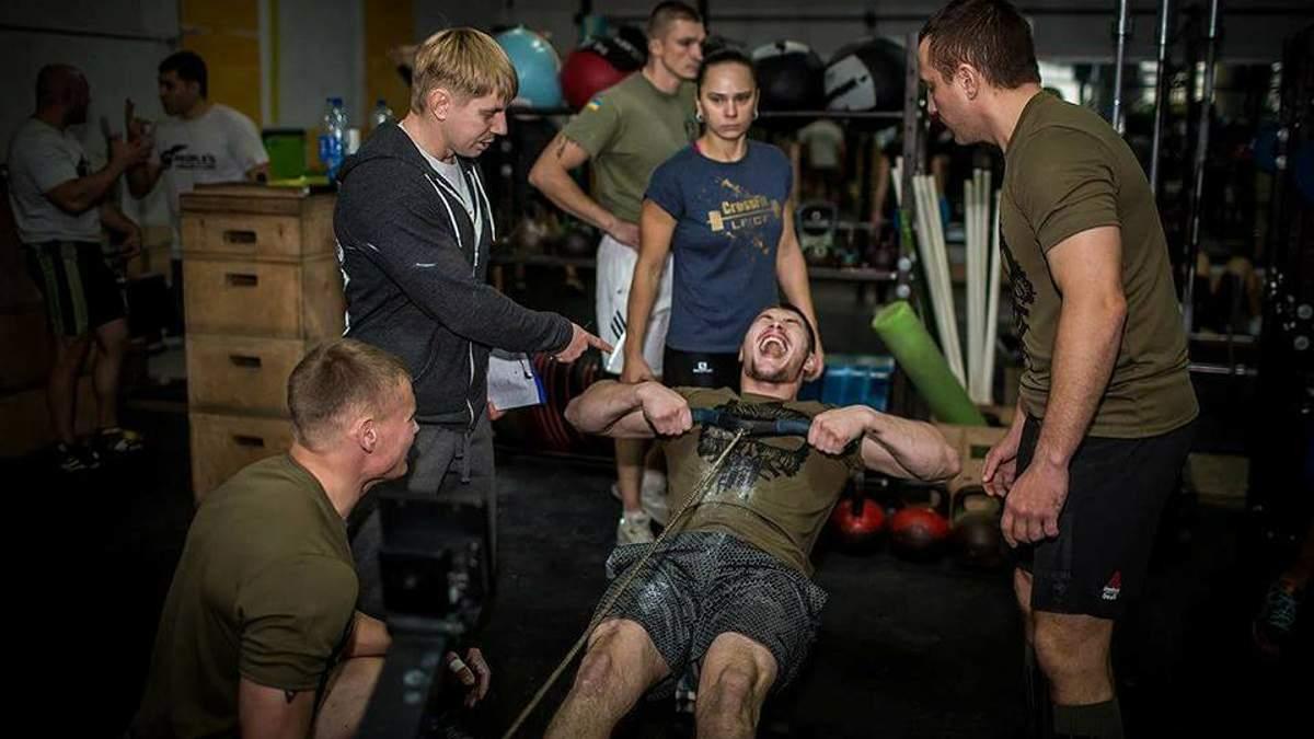 Тренери проекту займаються з бійцями