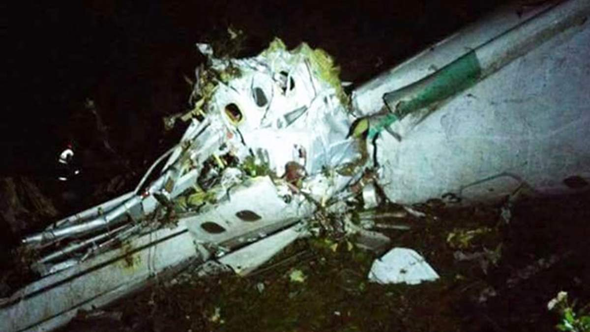 З'явилися фото й деталі з місця катастрофи літака з футболістами Бразилії