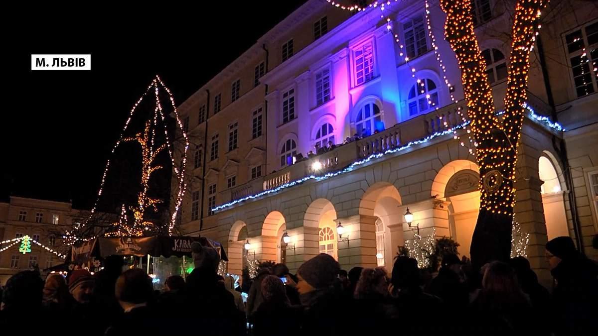 Як балкон львівської Ратуші перетворили на сцену джаз-концерту