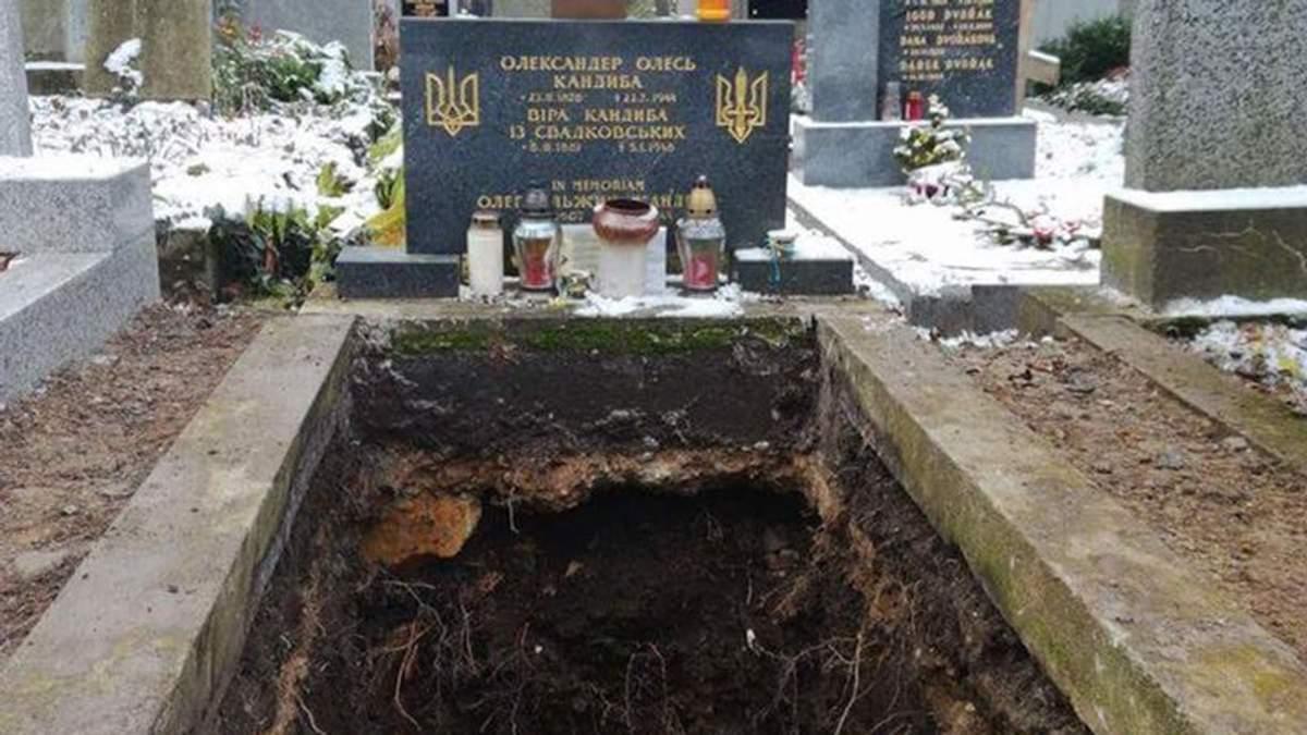 Могила Александра Олеся в Праге