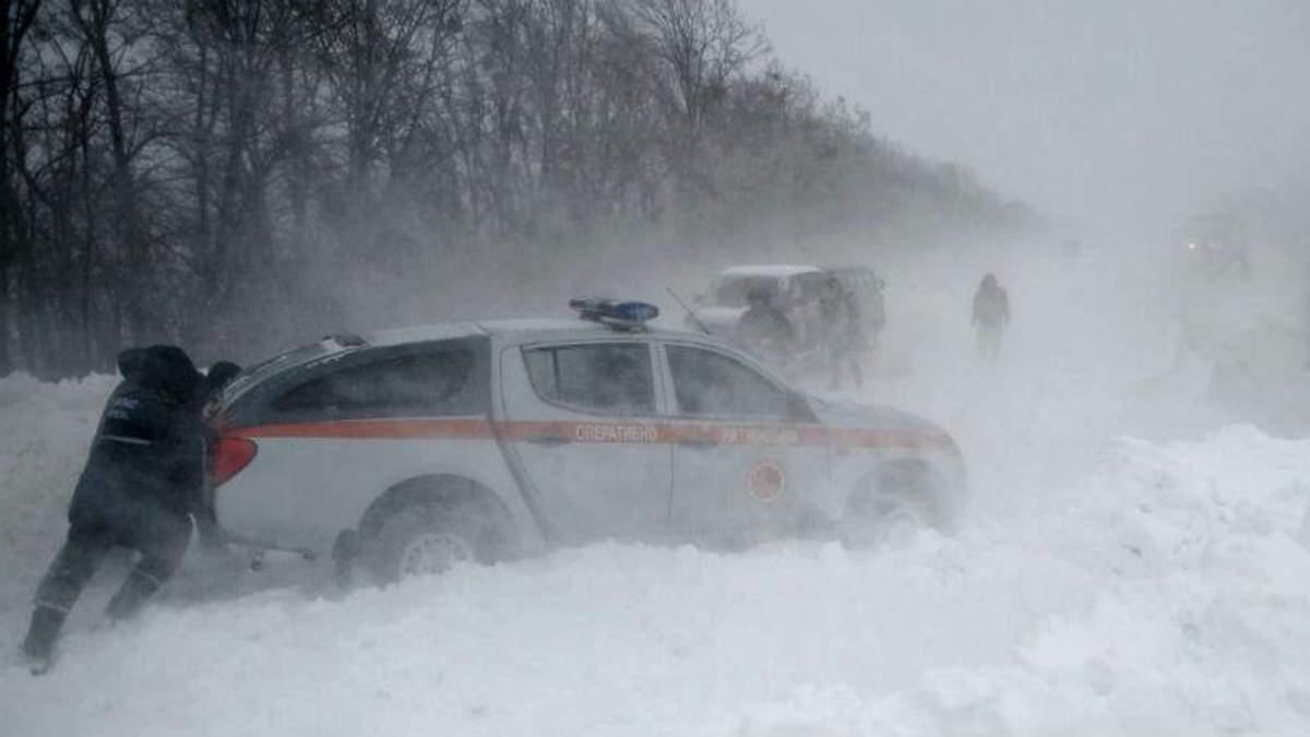 Як пережити люті морози та снігопади. В Поліції дали водіям кілька порад