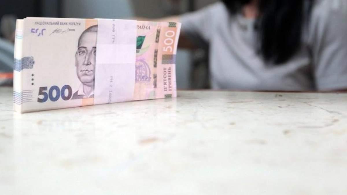 Кабмін збільшив зарплати чиновникам