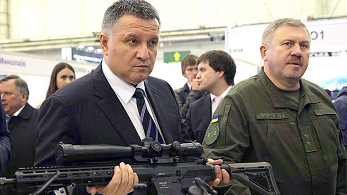 Аваков прокоментував вільне володіння зброєю