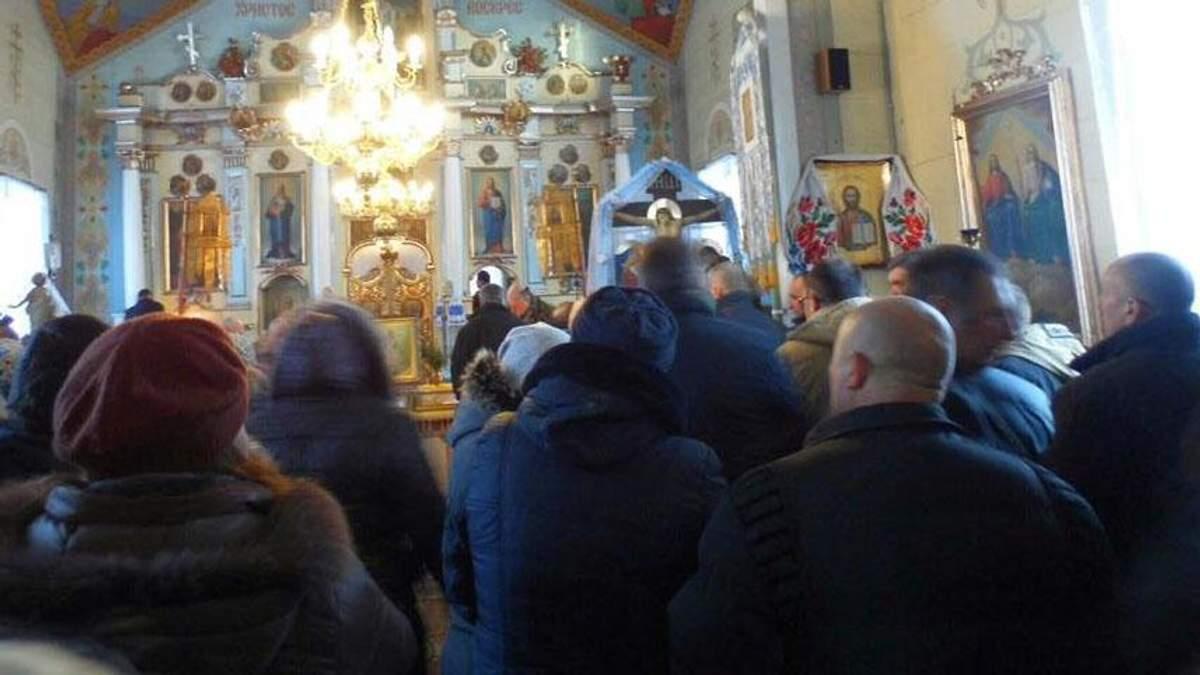 Бунт проти УПЦ МП: ще одна громада позбулась прокремлівського священика