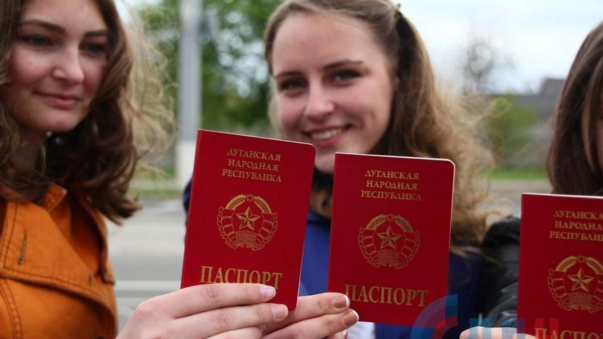 """Паспорта """"ДНР/ЛНР"""" нужны России, чтобы скрывать свои зверства на Донбасе?"""
