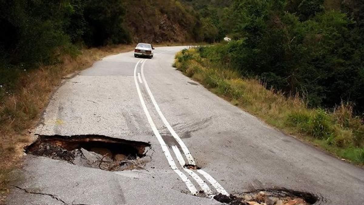 Яма на яме: почему украинские дороги никак не станут похожими на немецкие