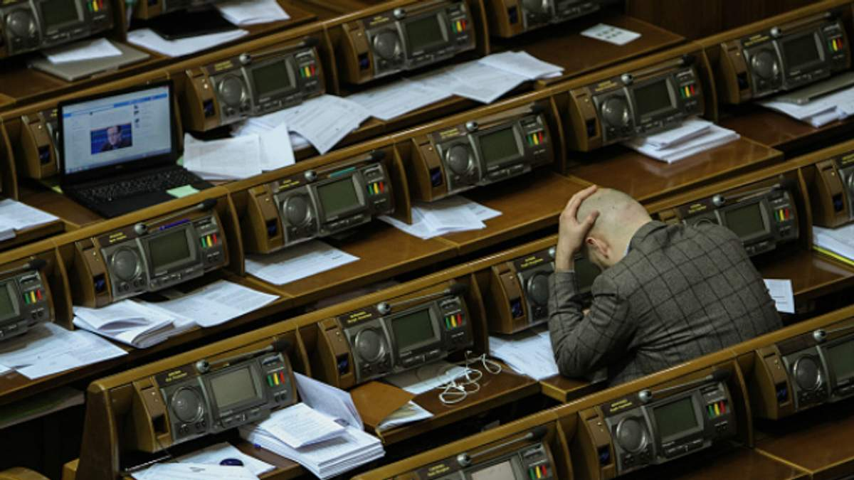Из-за е-деклараций на депутата и заместителя министра завели дела