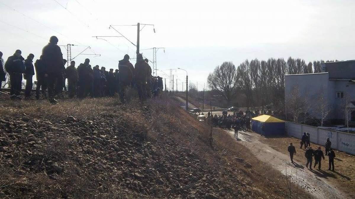 Нардепи і блокувальники у Конотопі зупиняють потяги з Росії: опублікували фото