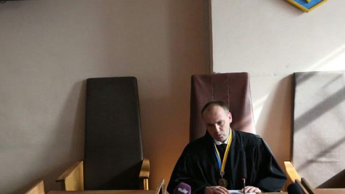 Судья Александр Бобровник