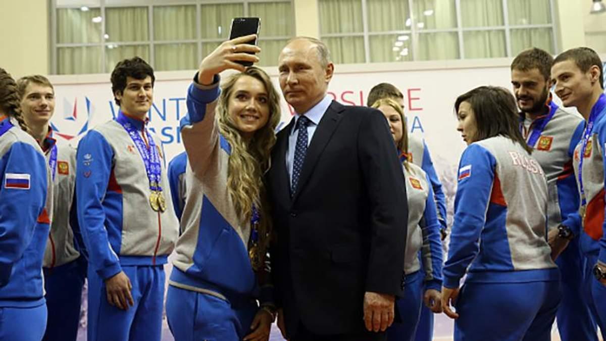Путін ледь не заплакав і зачитав жінкам вірш