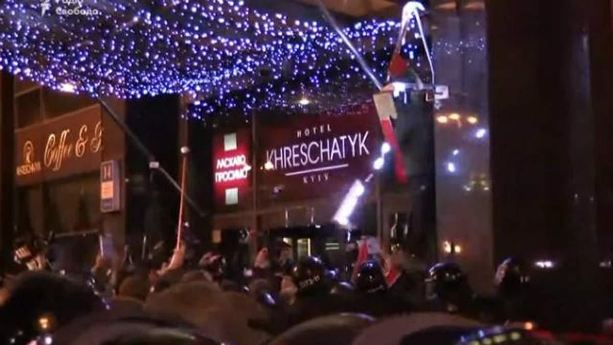"""Крім офісу Ахметова, постраждав ще й """"Альфа-банк"""""""