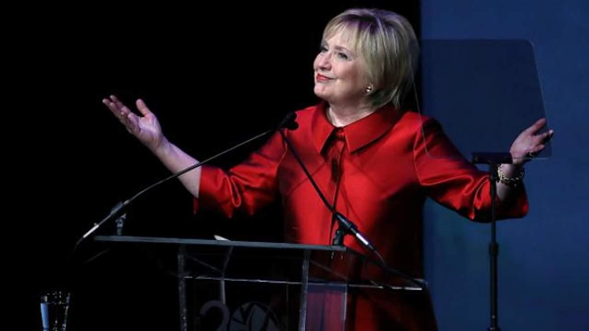 """Клінтон з'явилась на публіці і каже, що готова """"вийти з лісу"""""""